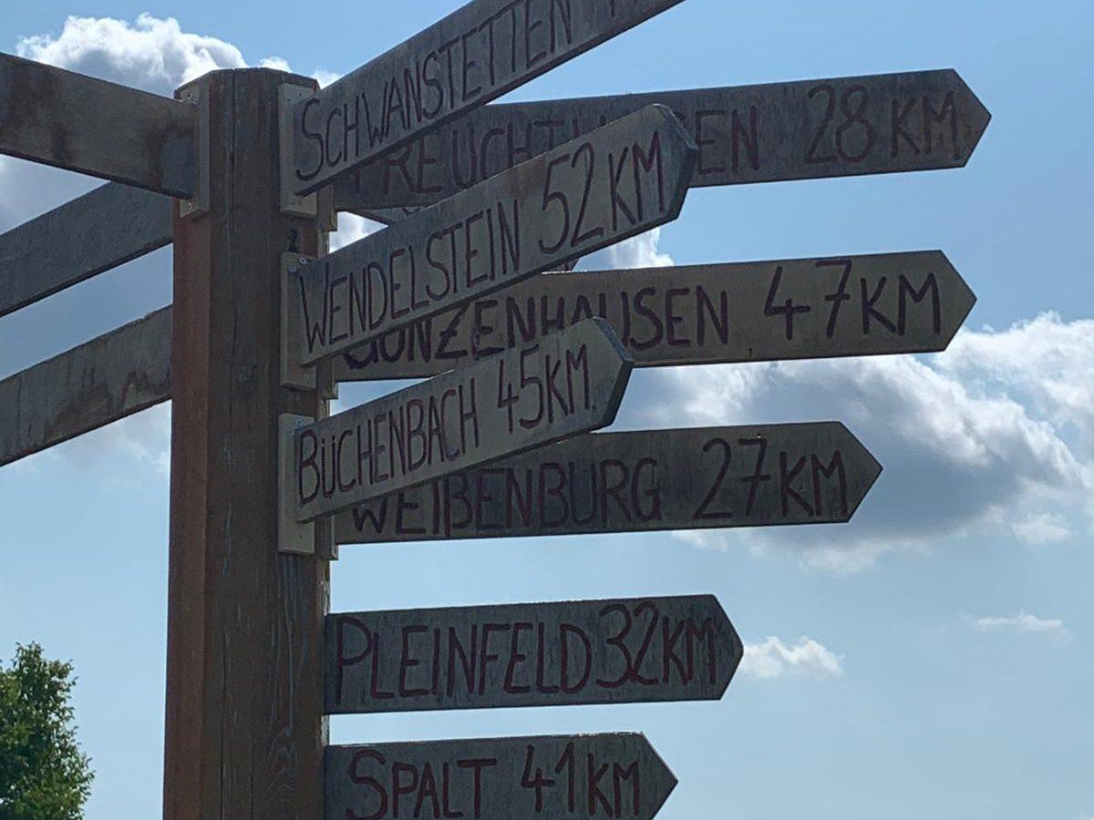 Stämme der Diözese Eichstätt, auf geschrieben auf dem Wegweiser auf dem Osterberg.